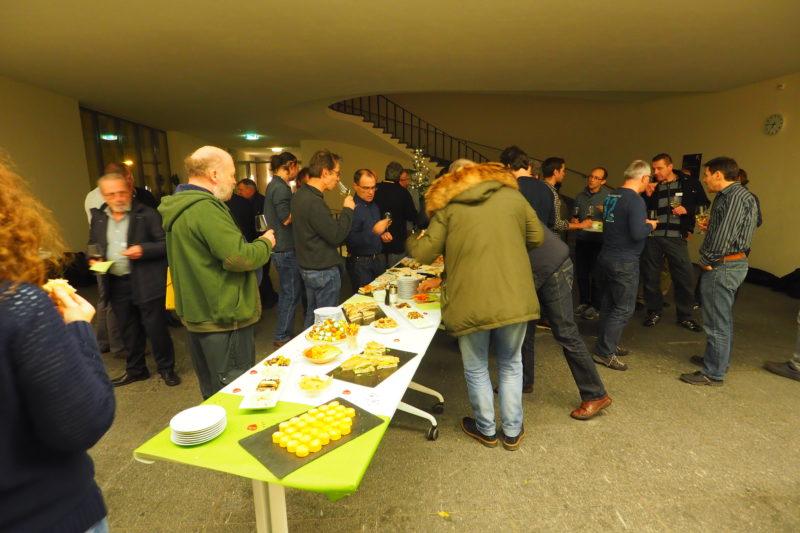 Foto: A.B, Tolle Stimmung und gute Gespräche beim anschliessenden Apéro mit frisch frittierten Schwarzmeergrundeln!